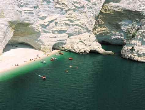 escursioni-in-barca-mattinata-vieste-gargano-grotte-marine-puglia-mare-2